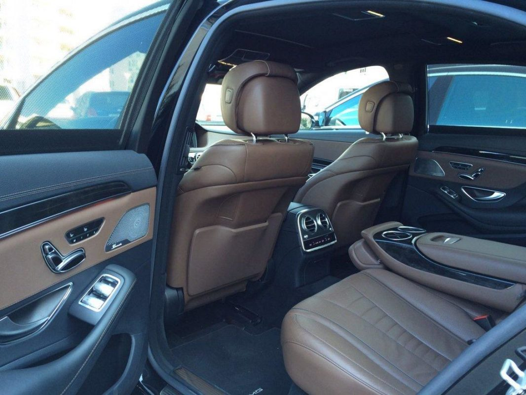 Прокат автомобиля с водителем Mercedes Benz S222 салон коричневая кожа