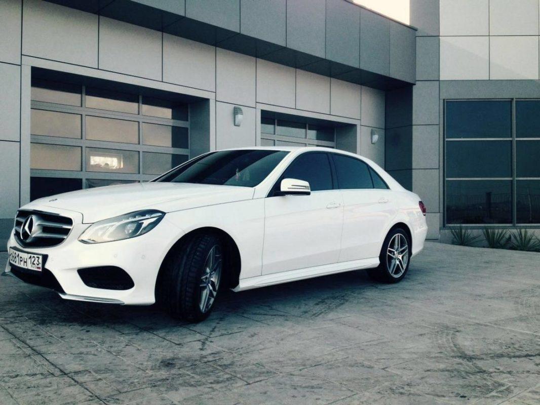 Аренда авто Бизнес класса Mercedes E с водителем