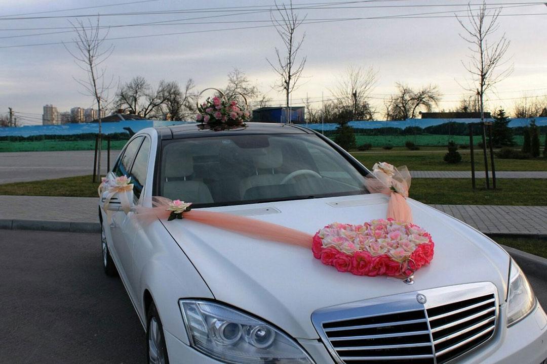 Авто на свадьбу и свадебные украшения